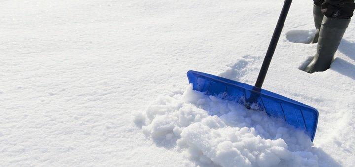 Ручная уборка снега специалистами компании «Prof Clean Elephant»!
