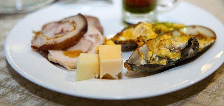 Скидка 50% на меню кухни и напитки  в кафе «Остин»