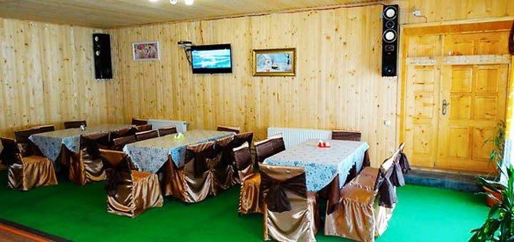 От 4 дней отдыха с питанием для двоих или четверых в отельно-ресторанном комплексе в Яремче