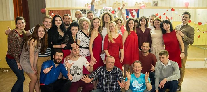 До 36 занятий на 1 или на 2 направления в школе латиноамериканских танцев «Amigos de la Salsa»