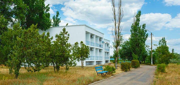От 3 дней летнего отдыха в парк-отеле «Кипарис» в Одесской области на Черном море