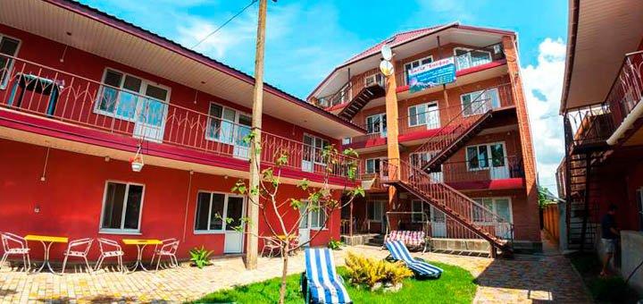 От 3 дней отдыха в сентябре в отеле с бассейном «Вилла Босфор» в Железном порту