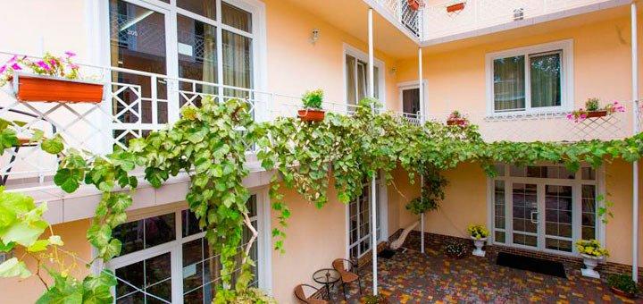 От 2 дней отдыха для двоих или троих в отеле «Клумба» в центре Одессы