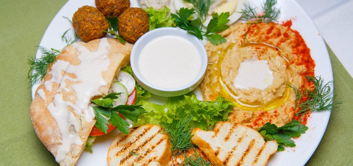 Скидка 50% на пенные напитки и мясные блюда в трактире «Мишкина Малина»
