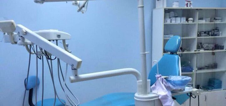Ультразвуковая чистка зубов, Air-Flow чистка и полировка пастами в клинике «Ливант ВЛ»