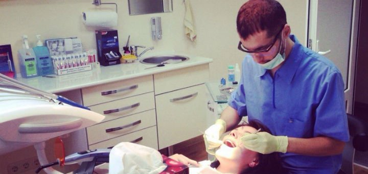 Лечение кариеса с установкой фотополимерной пломбы в стоматологической клинике «L-STOM»