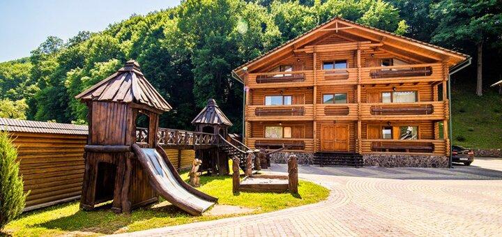 От 4 дней зимнего отдыха с питанием и трансфером в отеле «Кременица» в Карпатах