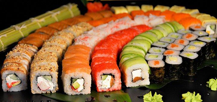 Скидка 50% на все суши, роллы и сеты с доставкой и на вынос в суши-баре «Sushi Holl»
