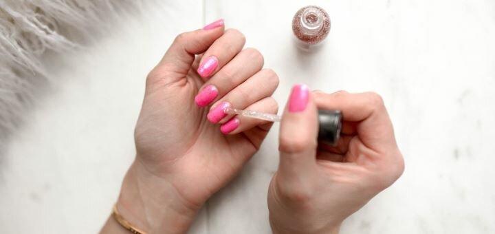 Маникюр и педикюр с покрытием гель-лаком в салоне красоты «Combi Beauty Room»