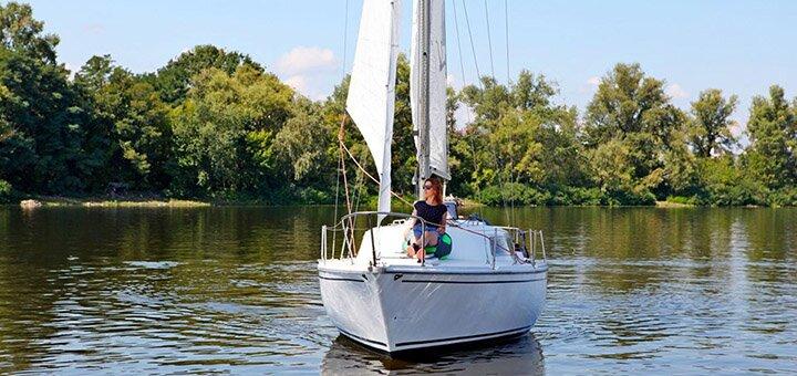 Скидка 45% на трехчасовую прогулку под парусами для компании от яхтенного клуба «Yacht Fun»