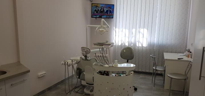 Лечение кариеса с установкой фотополимерных пломб в стоматологии на Холодильной