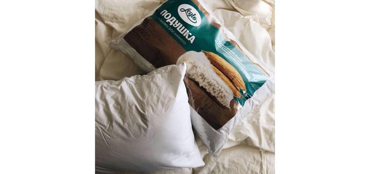 Подушка в подарок к комплекту