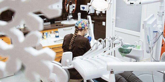 Ультразвуковая чистка зубов, чистка Air-Flow и полировка пастой в клинике «Морозова»