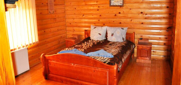 От 4 дней в бархатный сезон с питанием, сауной и бассейном в отеле «Сосновый двор» в Карпатах