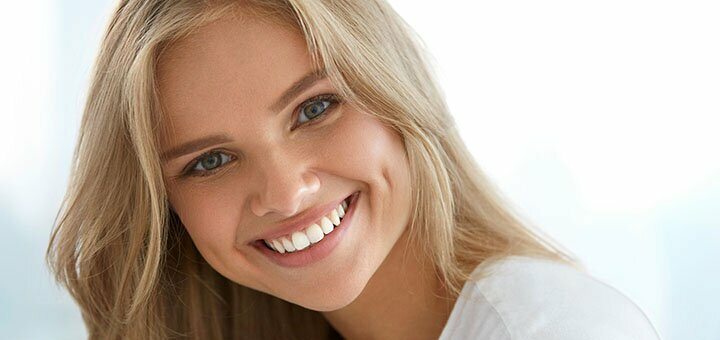 Скидка до 57% на профессиональную чистку и отбеливание зубов в студии «Smile to you»