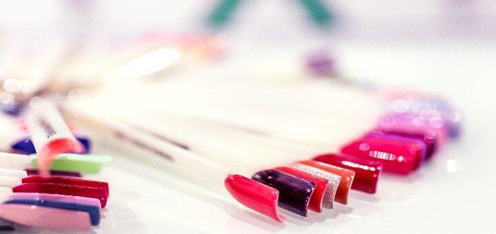 Маникюр и педикюр с покрытием гель-лаком в ногтевой студии «18 Street»