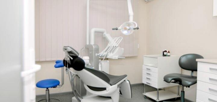 Ультразвуковая чистка зубов с полировкой или глубоким фторированием в «Стоматология Н+»