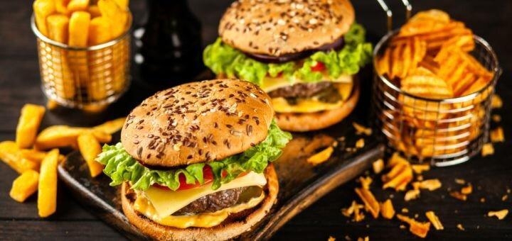 До 2 бургеров «Шанхайский бургер», «Чизбургер», «Вегетарианский» в ресторане «Diner»