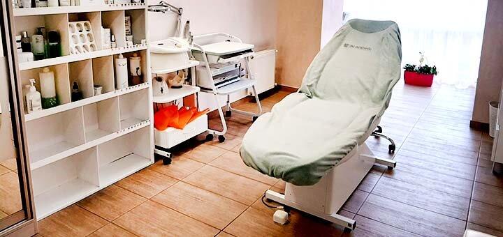 Скидка до 46% на инвазивную биоревитализацию лица в центре косметологии «Фабрика красоты»